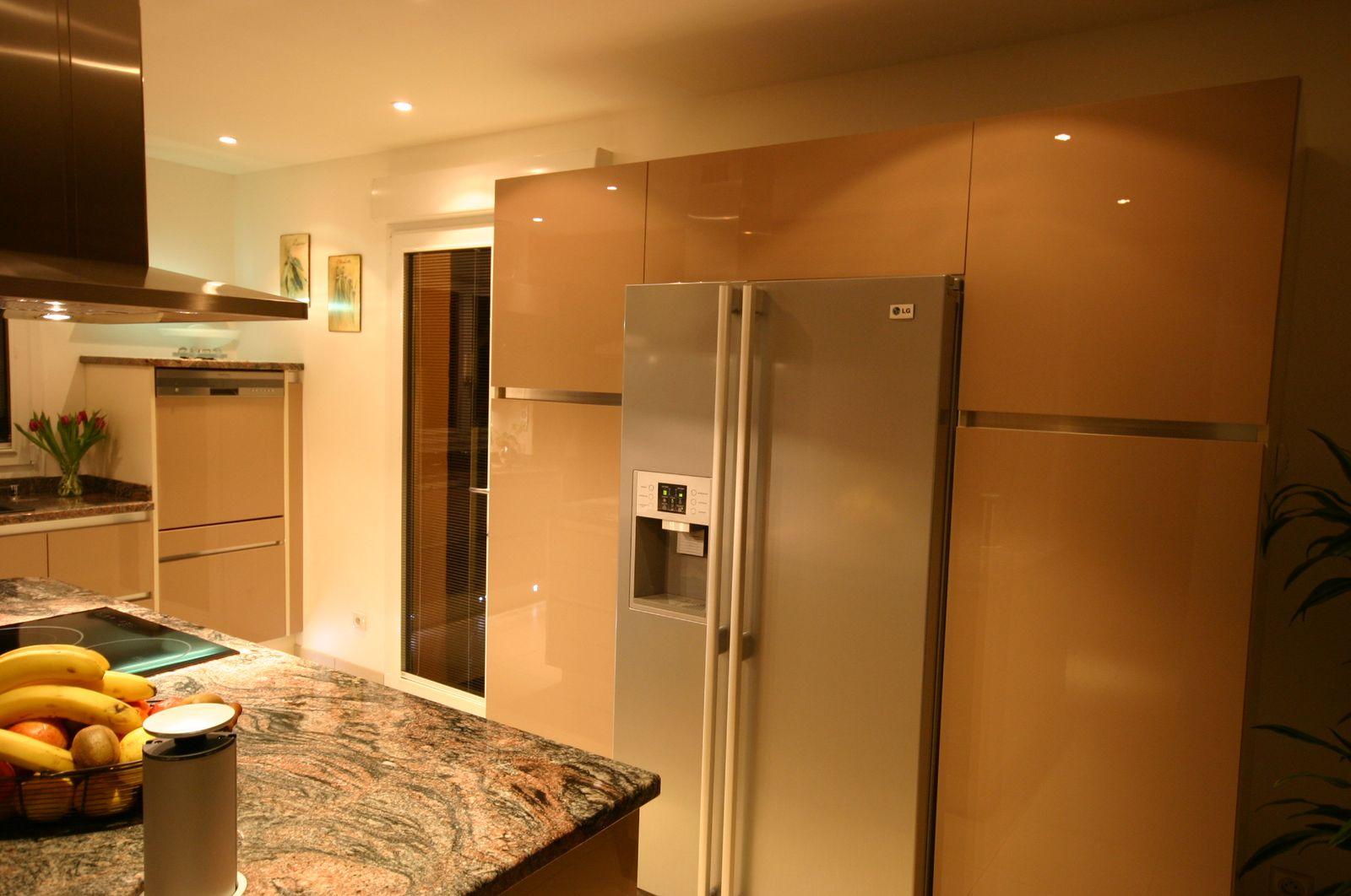 pourquoi choisir un frigo am ricain pour sa cuisine. Black Bedroom Furniture Sets. Home Design Ideas