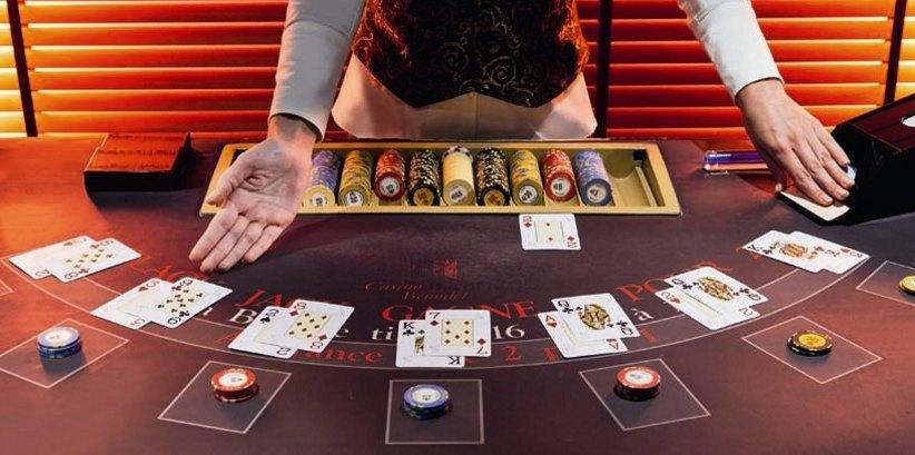casino-en-ligne-croupier